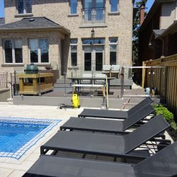 glass-railings-for-pool
