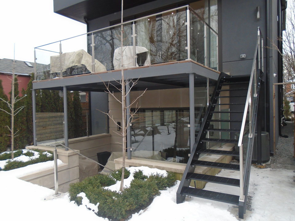 stainless-steel-railings-gta